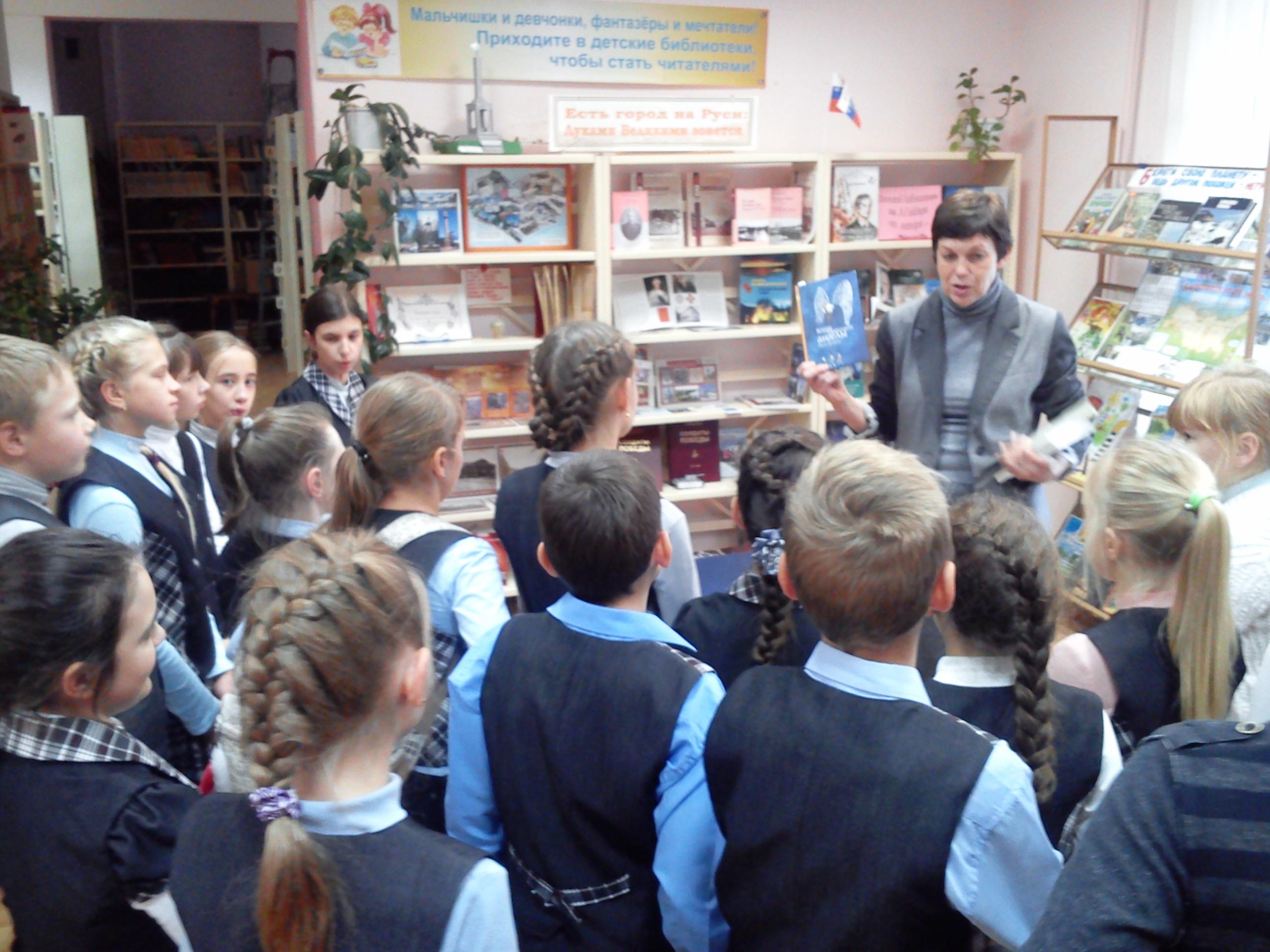 Картинки по запросу Центральная городская детская библиотека ИМ. А.П. Гайдара с книгами для самых маленьких